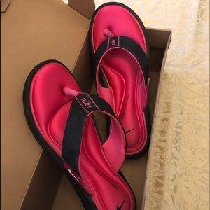 Size 9 Nike Comfort Thong Flip Flops